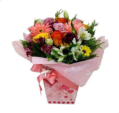 Caixa maternidade flores mistas menina