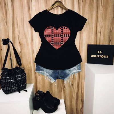 T-shirt Heart Twisted