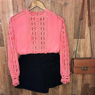 Blusa Fashion com Detalhes em Guipir Ligia Salmão