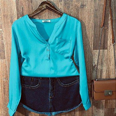 Camisa com Decote Dayane Azul Claro