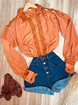 Camisa com Detalhes Vazados Top Sarah Terra