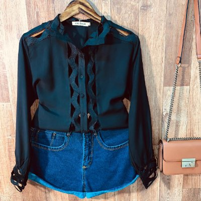 Camisa com Detalhes Vazados Fashion Sarah Black