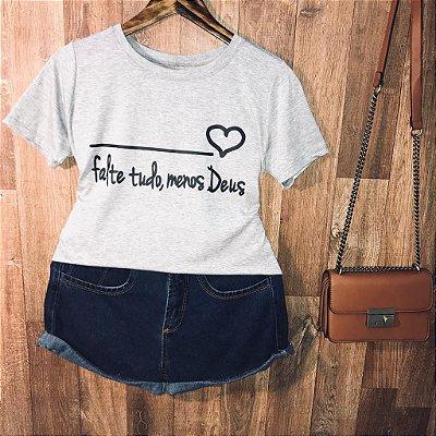 Camiseta Falte Tudo, Menos Deus