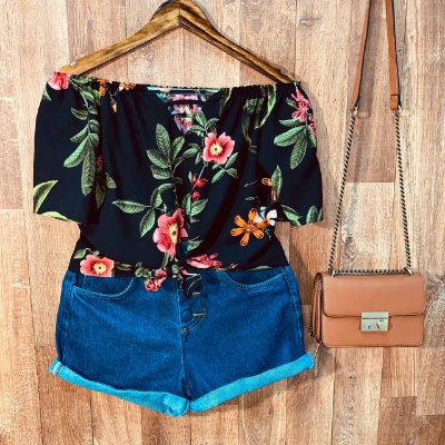 Blusa Ciganinha Cropped de amarrar com Decote Floral Black