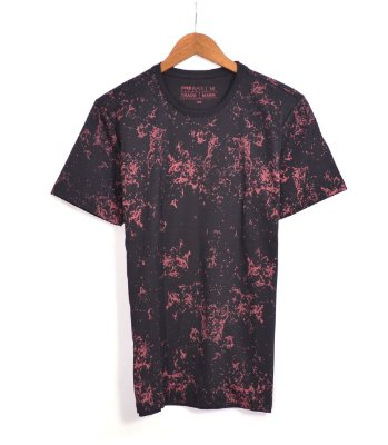 T-Shirt Over Black Camiseta Preta