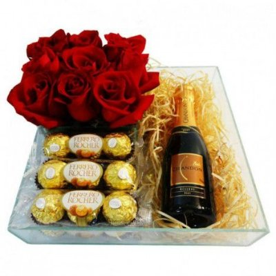Cesta com Ferrero Rocher, Rosas Artificiais e Chandon