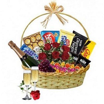Cesta de Chocolate com Champanhe, Taças e Rosas
