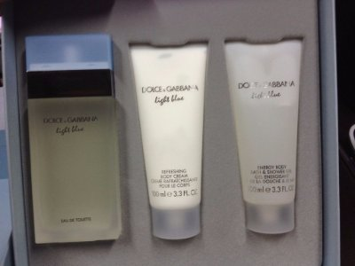 Kit  Light Blue EDT Feminino Dolce & Gabbana- Perfume 100ml + Body Cream 100ml + Bath & Shower Gel 100ml