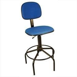 Cadeira Caixa Com Apóio Para Os Pés