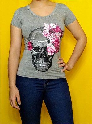 """T-Shirt """"caveira com rosas"""""""