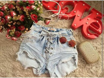 Shorts Jeans com ilhós curto