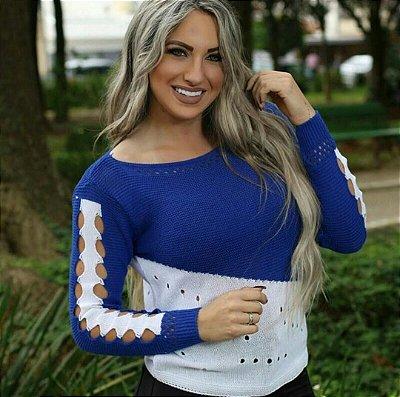 Blusa trico com abertura nos braços branco com azul