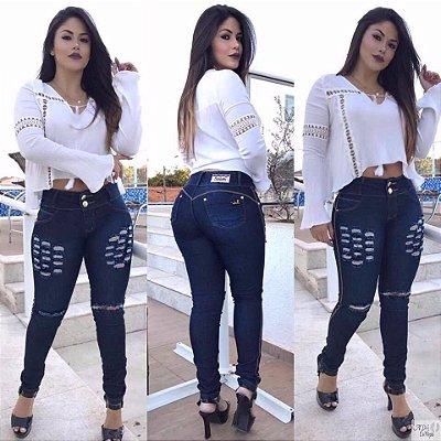 Calça jeans com elastano rasgadinha