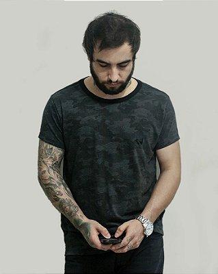 Camiseta Slim Fortù Camuflada com Bordado Preto