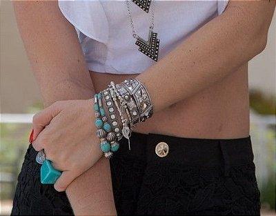 Mix de pulseiras com turquesa