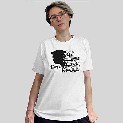 Camiseta Stewie Smoke Criminal Branca