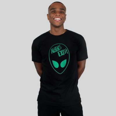 Camiseta Action Clothing Aliens Exist Preta