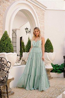Vestido de festa longo, em chiffon bordado com alças em macramê, saia em camadas e decote v
