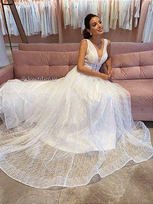 Vestido Taís de noiva em tule bordado com brilho e transparência