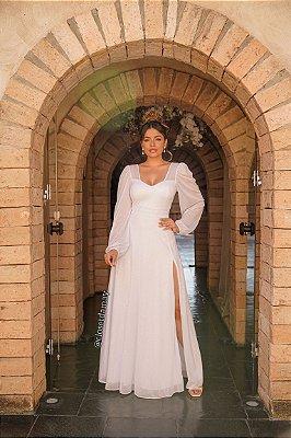 Vestido de noiva longo, em lurex, com fenda lateral e manga longa