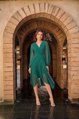 Vestido de festa midi, com saia assimétrica e manga longa
