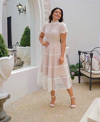 Vestido de noiva lady like, em renda, com forro nude, gola alta e mangas bufantes