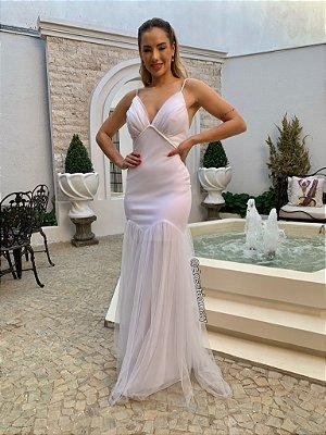 Vestido de noiva sereia em tule, com detalhes em macramê