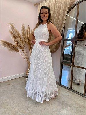 Vestido de noiva longo, em tule de poá, frente única. Para casamento civil ou intimista.