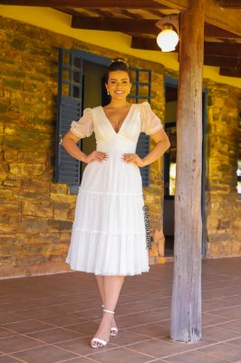 Vestido de noiva lady like, com manga bufante e decote V