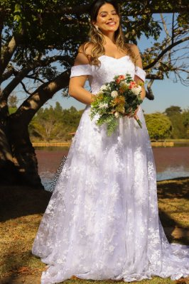Vestido Pérola de noiva longo, em tule bordado, manga ombro a ombro e saia evasê