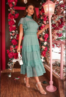 Vestido de festa lady like, em renda, com mangas de babados