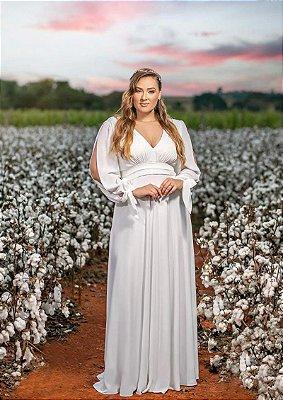 Vestido de noiva longo, com mangas abertas e laço nos punhos.