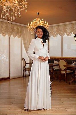 Vestido de noiva longo, com mangas longas e decote gota