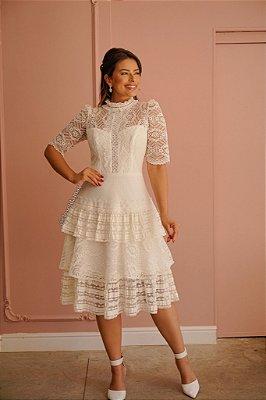 Vestido de noiva lady like, com renda, tule, gola alta e babados