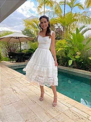 Vestido de noiva lady like, com mix de renda e saia de babados