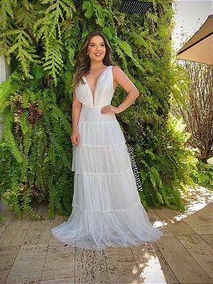 Vestido de noiva longo, em tule de poá, com decote V e saia de babados