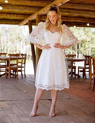 Vestido de noiva midi, com mangas bufantes e decote nas costas