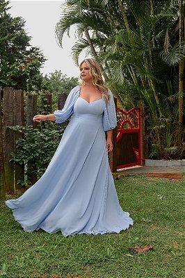 Vestido de festa plus size, com manga longa e decote coração
