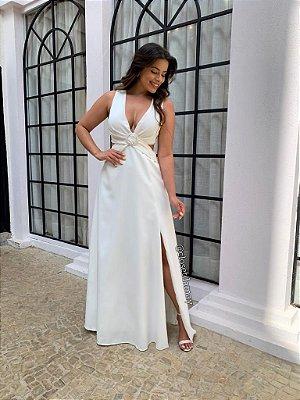Vestido de noiva longo, com recorte na cintura e detalhe de fivela