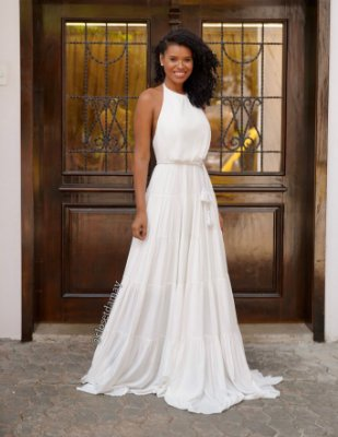 Vestido de noiva frente única, com cinto de macramê e saia em camadas