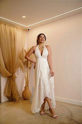 Vestido de noiva longo, em leze, com decote V e saia transpassada