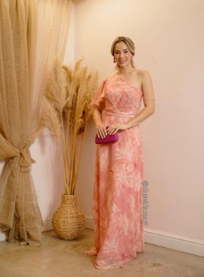 Vestido de festa longo, nula manga, com estampa floral