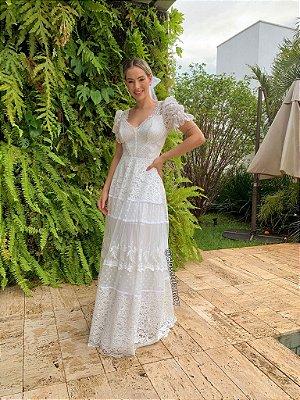 Vestido de noiva em renda, com detalhes em tule de poá, mangas bufantes e decote coração