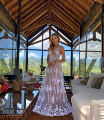 244e2cd9a8 Vestido de noiva longo de tule com bordado e renda