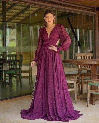 Vestido de festa longo, em crepe de poá, com manga longa e decote nas costas