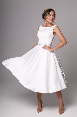 Vestido branco midi lady like, saia fluida, com bojo. Para casamentos, e batizados.