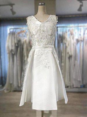vestido de noiva midi, com bordado em renda e pérolas,