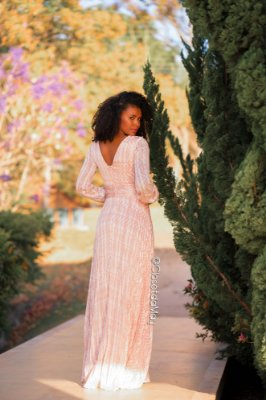 vestido longo estampado, plissado com mangas e decote sutil, para casamentos, aniversários, cerimônias
