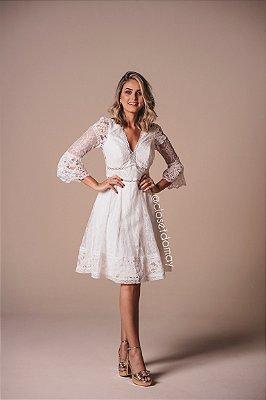 vestido de noiva midi em renda, com mangas, decote v, para casamento civil, batizado