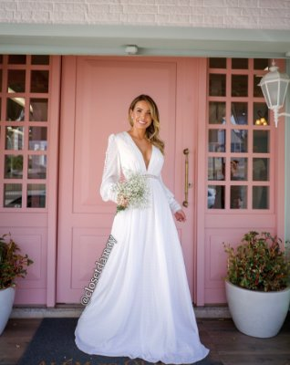 vestido de noiva longo em crepe, com detalhes em renda guipir, mangas longas, decote v, para casamento civil, cerimônia religiosa, pré wedding